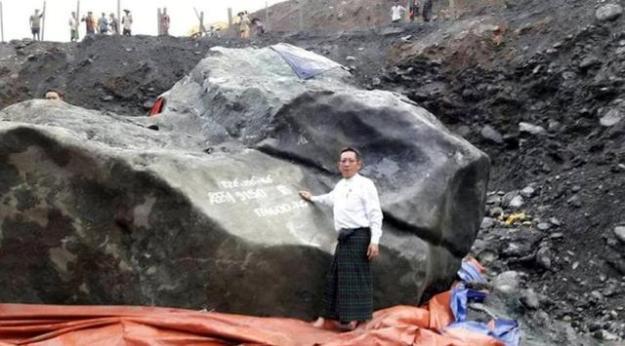 batu giok terbesar di dunia