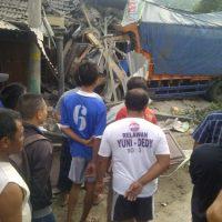 Truk Tronton Tabrak Dua Rumah Di Taraman Sragen, Sopir Tewas Di Tempat